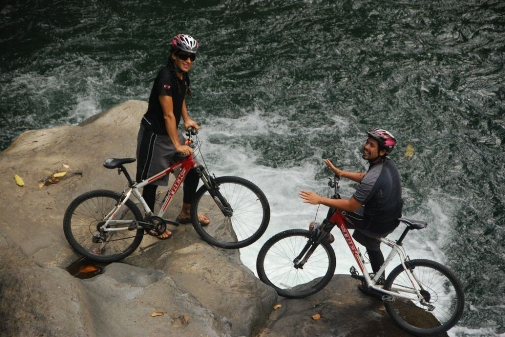 Mountain Biking in Arenal: Volcano & Lake trail (Moderate)