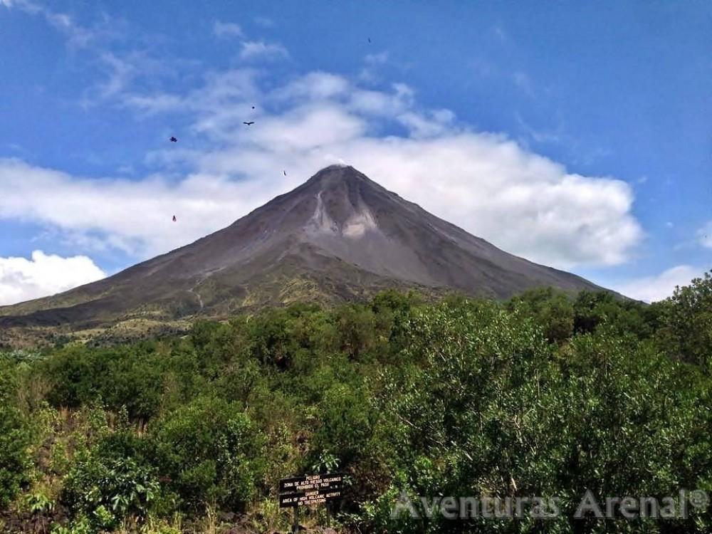 Arenal Volcano Hike + Ecotermales Hot Springs