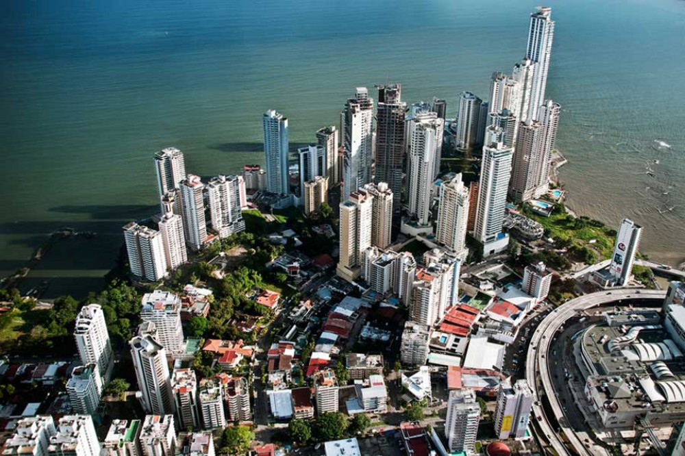 1 Hour Airplane Tour of Panama Canal, Panama City and Wilderness
