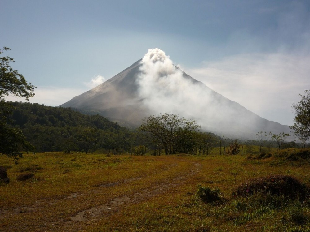 Arenal Volcano Hike & Paradise Hot Spring & Dinner