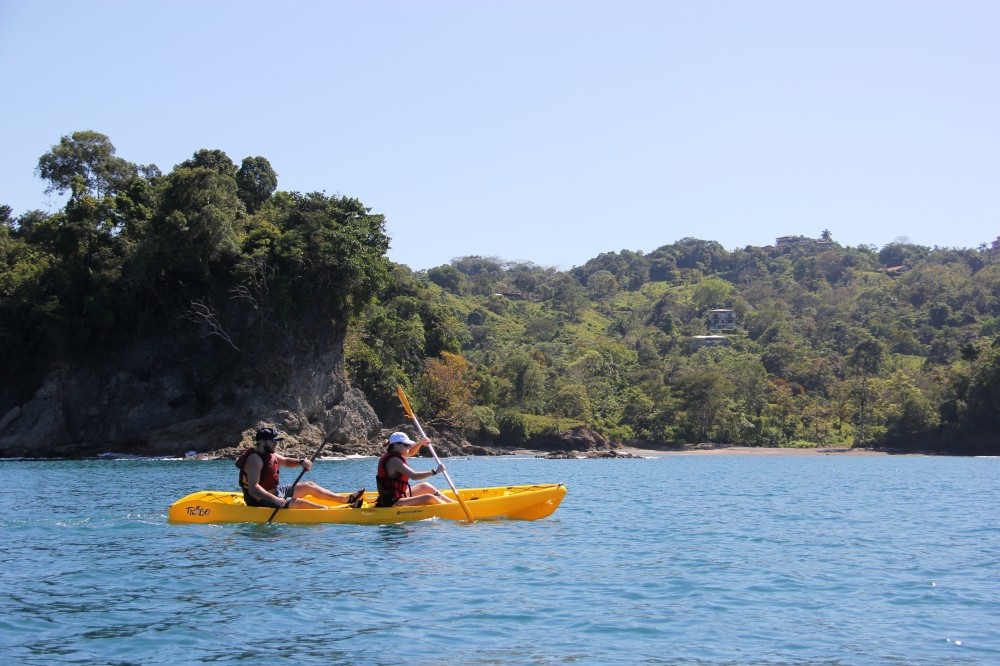 Kayaking Isla Damas
