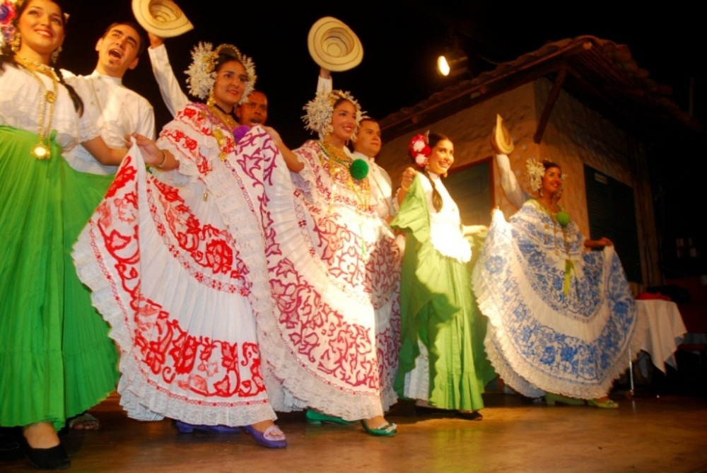 City Folkloric Night Show and Dinner