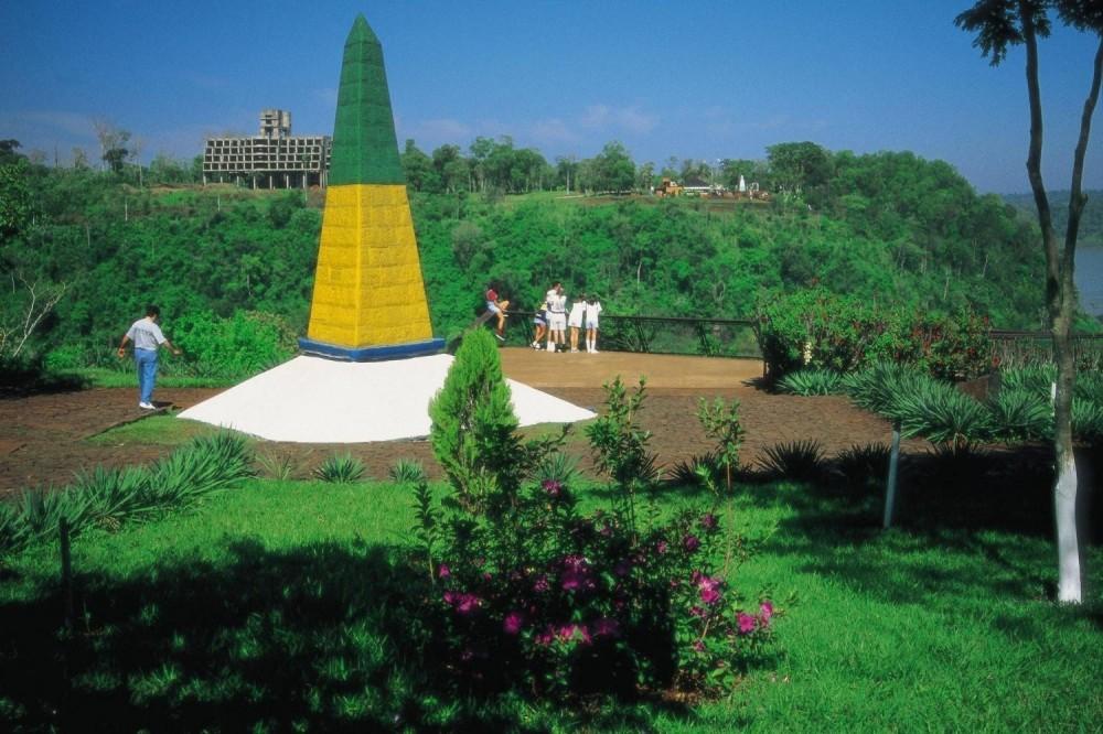 Foz do Iguacu City Tour and Landmark of the Three Frontiers