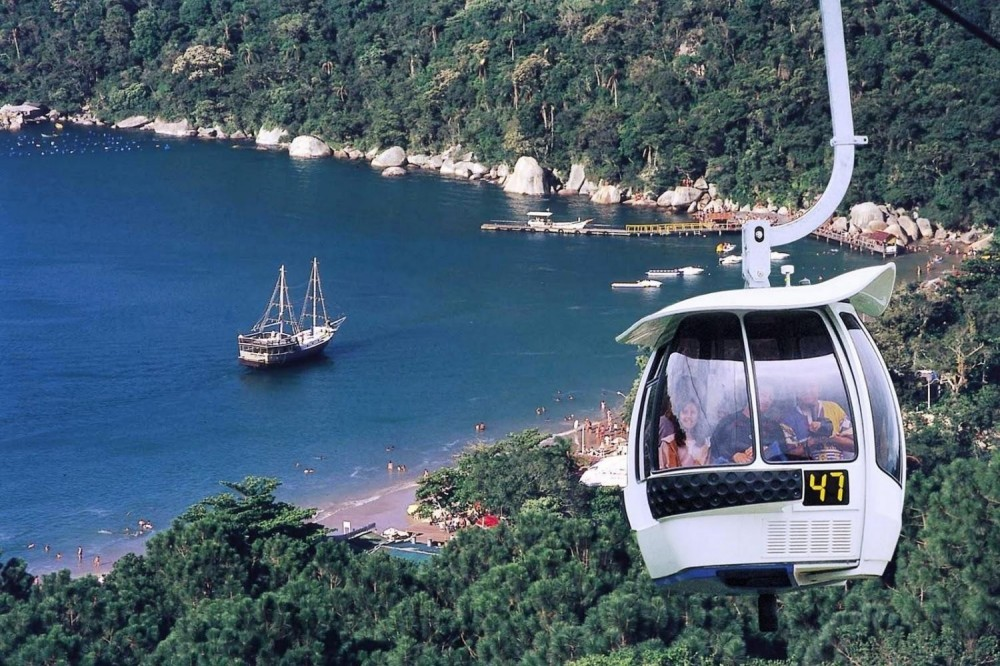 Day tour to Unipraias Park and Cable Cars (Portuguese)