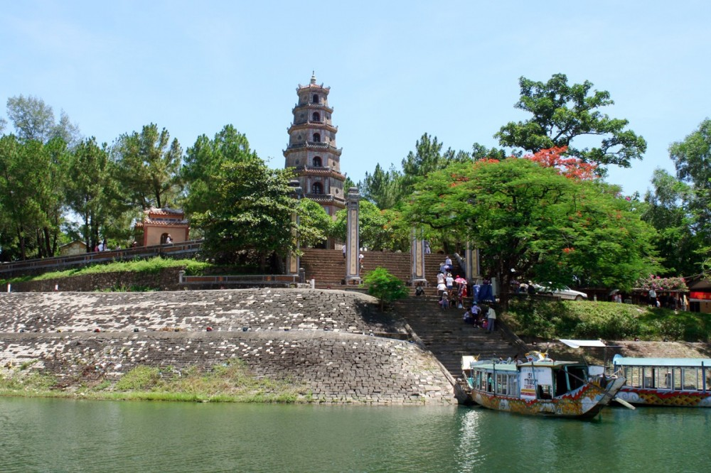 Full Day Hue Bike Tour Including Dragon Boat Ride
