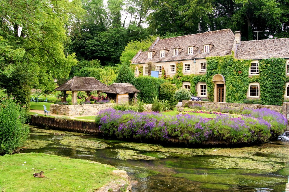 Lunch In The Cotswolds: The Prettiest Village In Britain