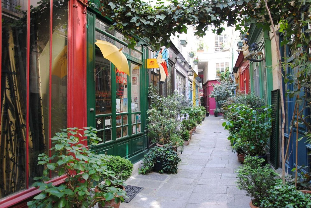 Total Paris Tour: Secret Paris & Gourmet Marais