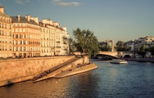 Welcome to Paris City Stroll & Seine River Cruise Small Group