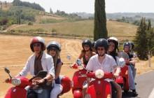 Vespa Panoramic Night Tour of Florence with Street Food