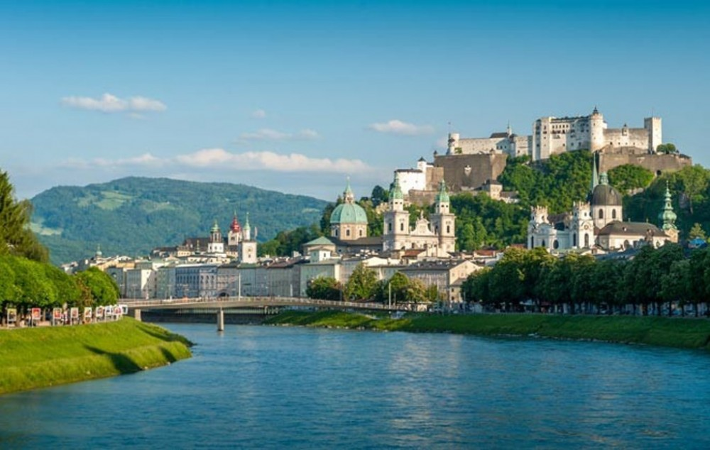 Salzburg City & Austrian Country Highlights Tour