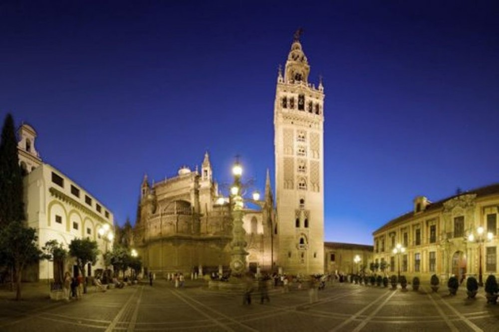 Private Guided Visit of Alcazar and Cathedral