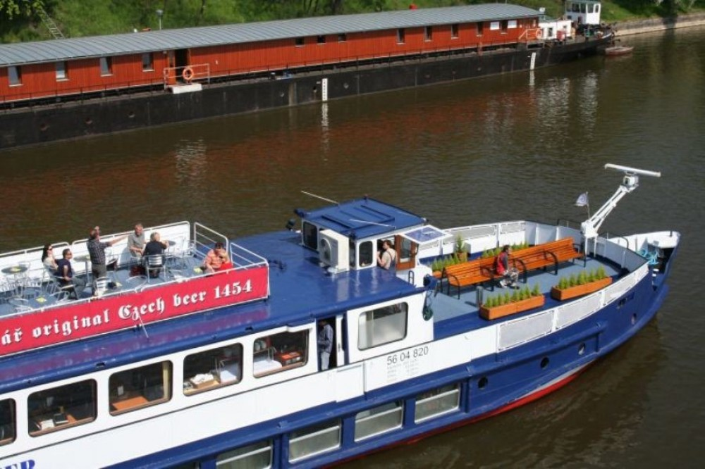 Evening Boat Trip with Dinner, Music and Sightseeing Tour