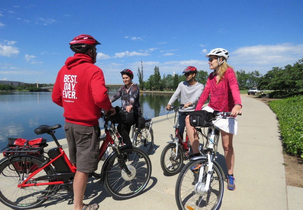 Small Group Canberra All Encompassed by E-Bike and Kayak
