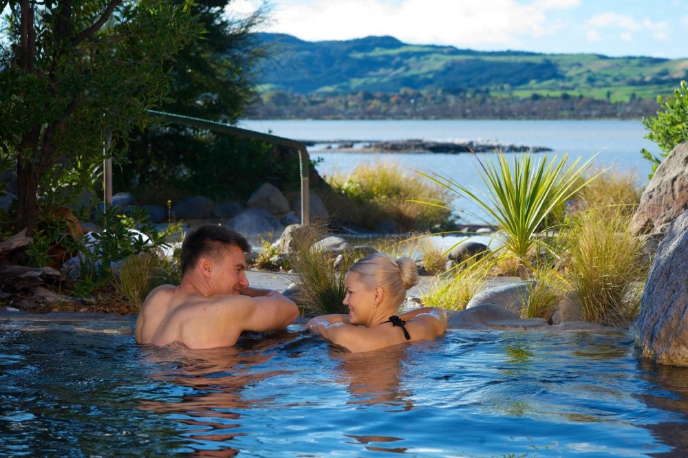 Waitomo & Rotorua With Polynesian Spa Full Day Tour