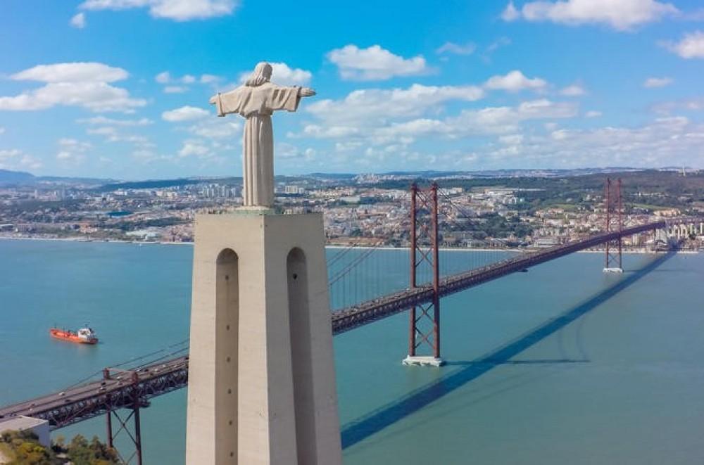 Lisbon River Side & Cristo Rei - Tuk Tuk Tour