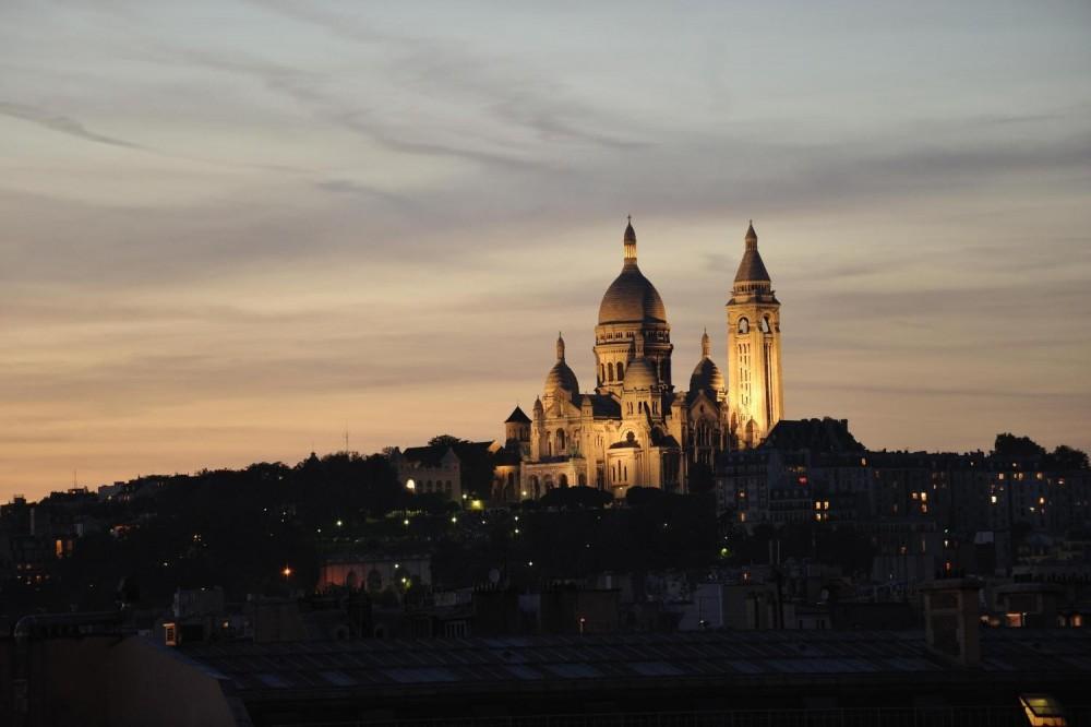 Small Group Illuminations Of Paris Night Tour