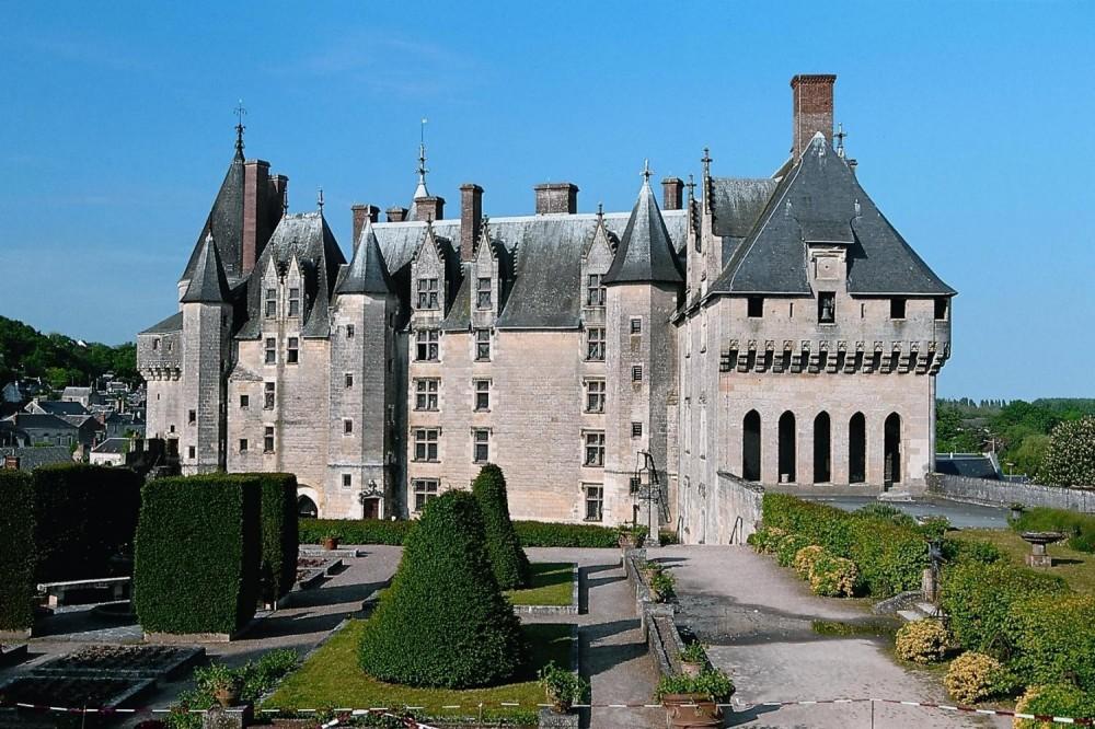 2 Day Mont Saint Michel + Loire Valley Castles Trip with pickup
