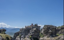 Meteora & Delphi - 3 Days/2 Nights Tour from Athens