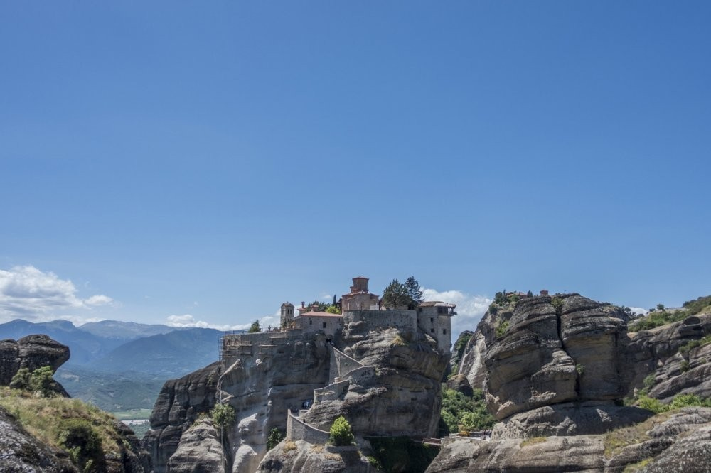 Meteora & Delphi - 4 Days/3 Nights Tour from Athens