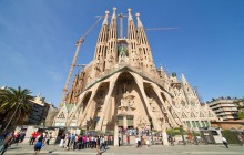 Small Group Gaudí VIP Sagrada + Bellesguard with Brunch