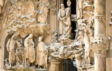 Small Group Gaudí VIP Sagrada + Bellesguard with Brunch