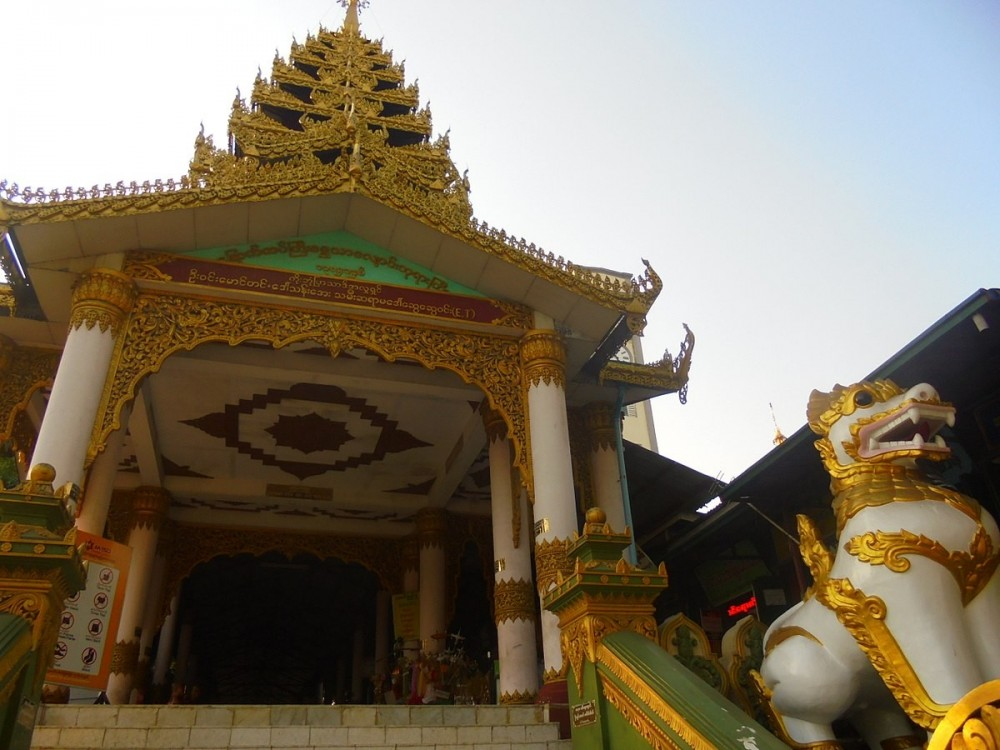 Chaukhtatgyi Buddha Temple