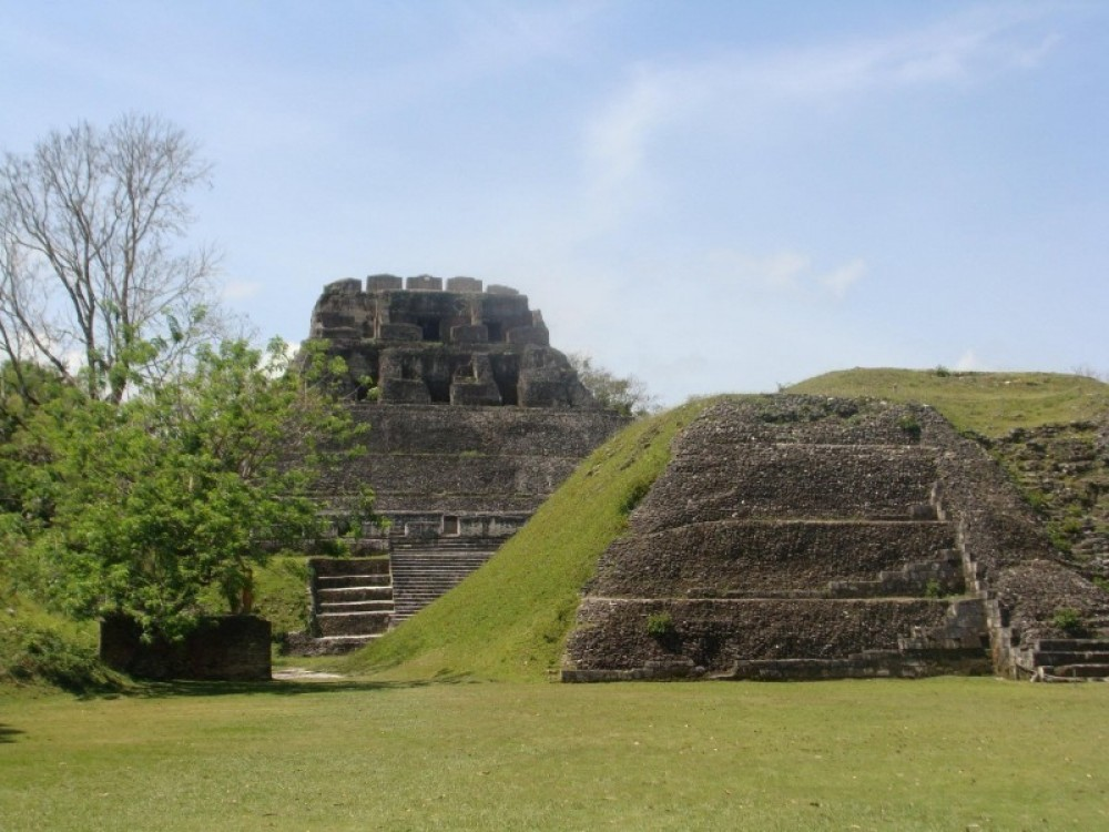 Xunantunich: Temples And Palaces