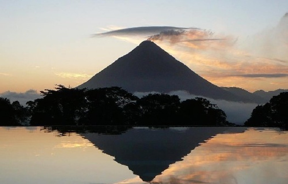 Guanacaste Day Tour: Arenal Volcano Hike + Hot Springs + Dinner