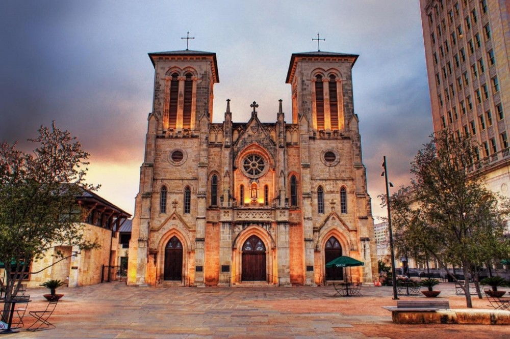 San Antonio Grand Historic Tour - Full Day with Lunch Included