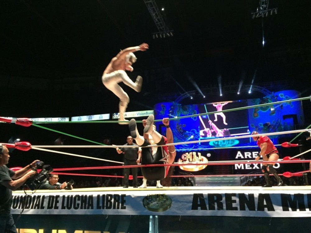 Luchas and Salsa