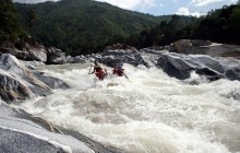 Rafting Class IV & V Rapids - Rio Cangrejal (Half day)
