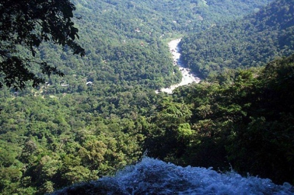 Jungle Hiking - El Bejuco Waterfall (2 days)