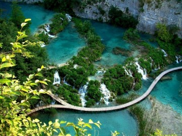 A picture of Plitvice Lakes and Rivers