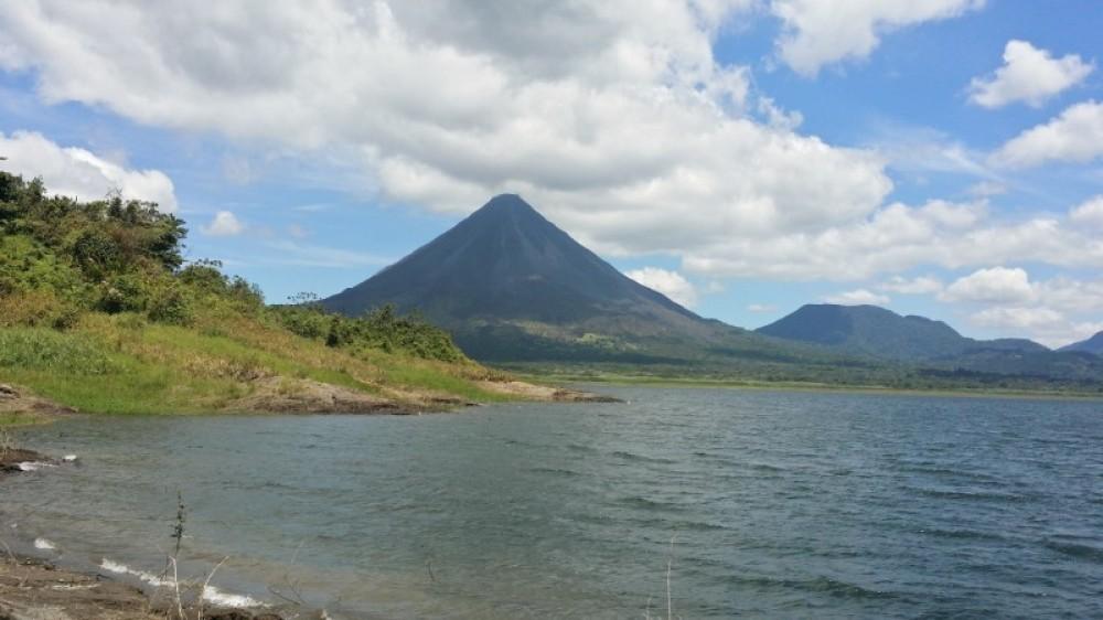 San José to Arenal Day Tour: Hanging Bridges + Hot Springs