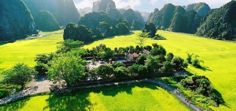 Hoa Lu and Halong Bay on land