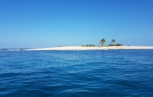 Sailing Day to Islets in Robert Bay