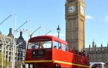 The London Dungeon & Classic Red Bus - Morning