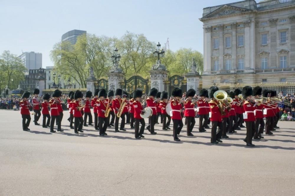 Vintage Open Deck Bus Tour with Buckingham Palace