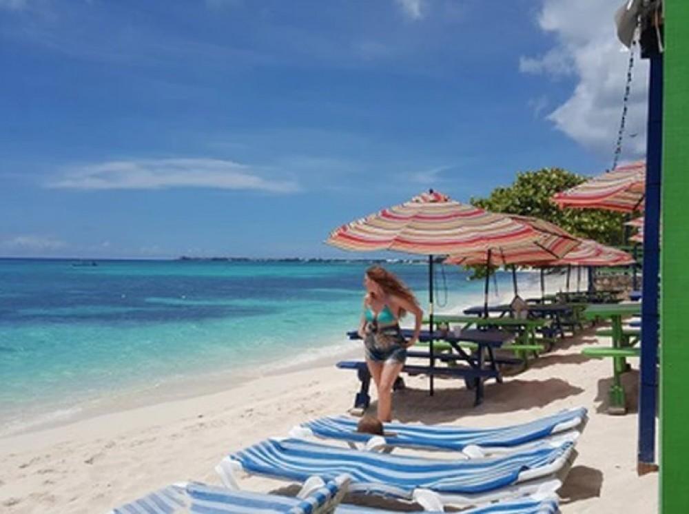 Grand Cayman Relaxing Beach Tour