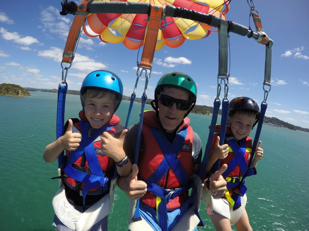 Parasailing Bay Of Islands - Triple flights 1200 ft