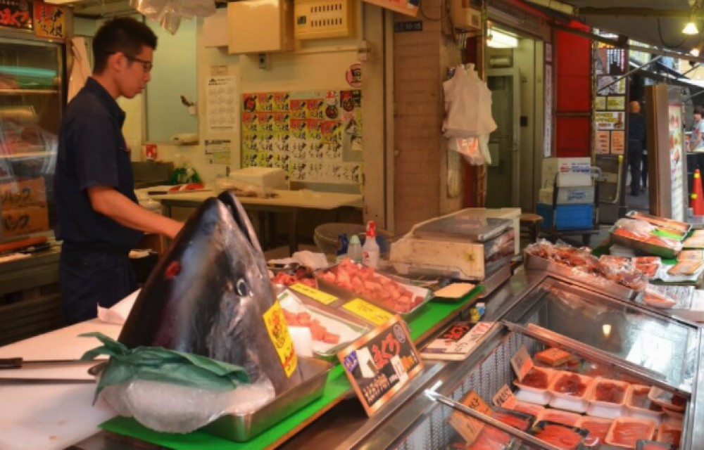 Tsukiji Fishmarket Food Tour with Breakfast