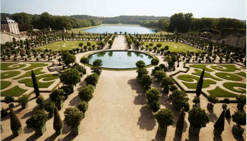 Small Group Versailles & Giverny Tour with Skip The Line