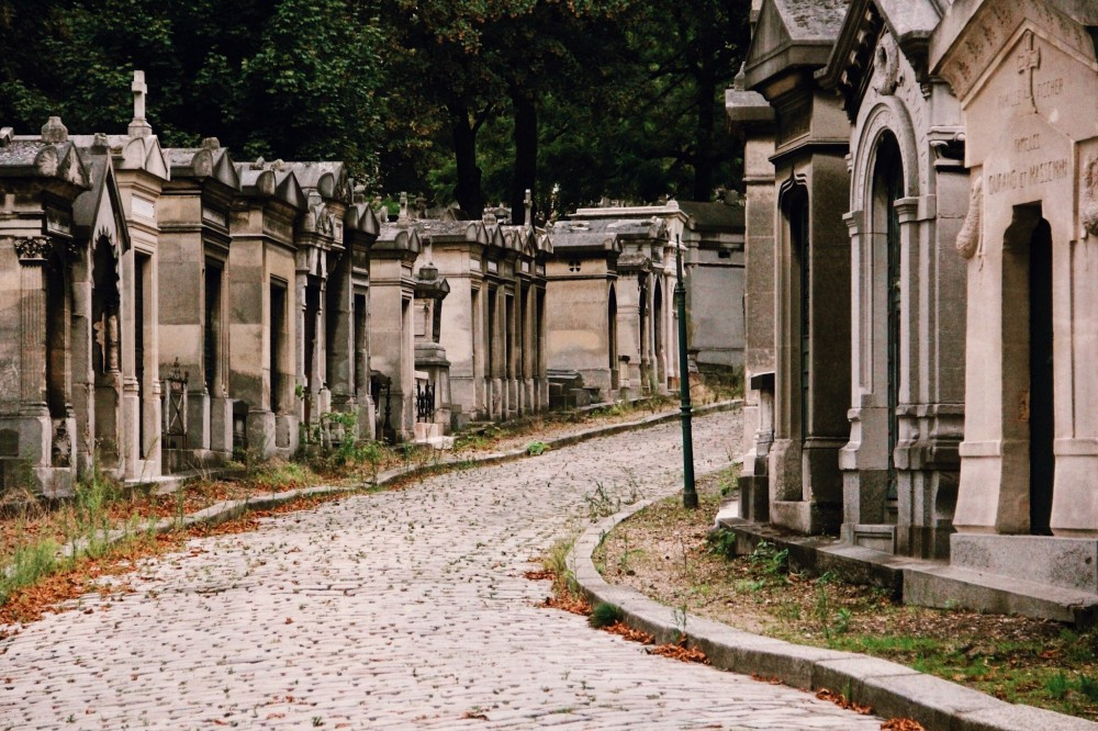 Pere Lachaise Cemetery: Small Group Guided Tour