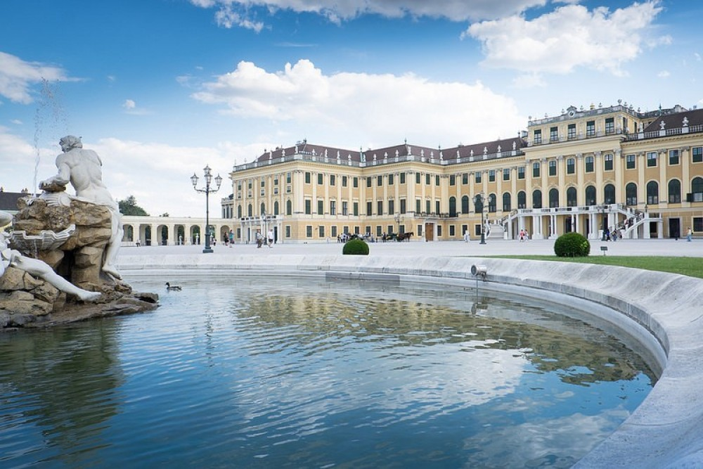 Private Vienna City Tour with Schonbrunn Palace + Lunch