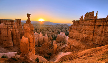 A picture of 3 Day National Parks Tour Summer: Zion + Bryce - Hotel Solo
