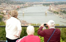 Small Group Budapest Ideal City Tour with Daytime Cruise
