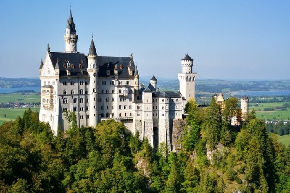 Summer Neuschwanstein & Linderhof Castle Cycle Tour by Bus