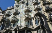 Private Montserrat + Gaudi + Modernism Tour from Barcelona