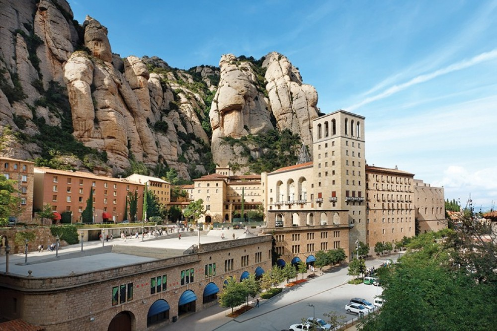 Small Group Montserrat + Cava Trail Day Trip from Barcelona