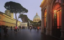 Night Walking Tour + Dinner in the Vatican